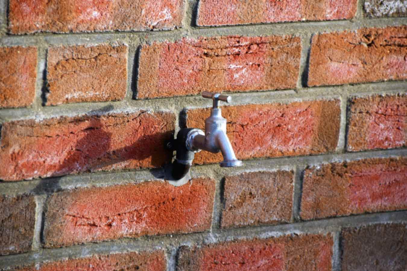 Installig outdoor garden tap with cold water