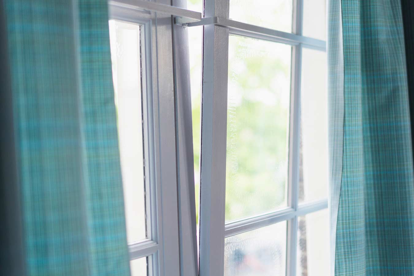open the windows to prepare your home for the spring